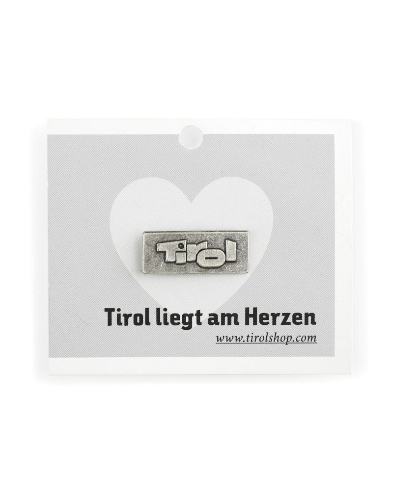 Der klassische Tirol-Pin zählt seit vielen Jahren zu den Bestsellern unter den Souvenirs: Kein Wunder, denn mit dem Pin trägt man immer ein Stück Tirol bei sich.    -in Österreich hergestellt -aus echtem Silber, galvanisiert  -der rote Pin ist aus Emaille