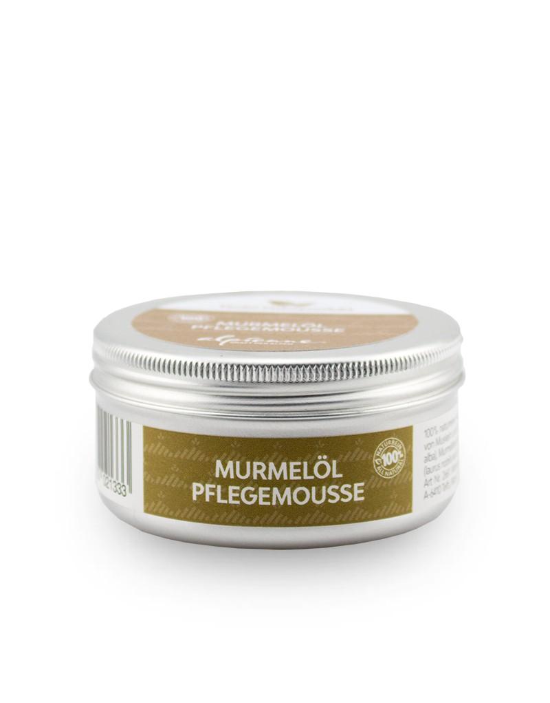 Das Alpienne Pflegemousse verwöhnt Haut und Körper mit wohltuender Intensivpflege. Die 100 Prozent naturreine Hautcreme wird handgerührt und ist mit Olivenöl und Bienenwachs angerührt. Das hochreine Murmelöl, ein Extrakt aus Murmeltierfett, enthält wertvolle Fettsäuren wie Palmitinsäure, Ölsäure, Linolsäure, Linolensäure, Vitamin E und natürliche Corticosteroide. Das Pflegemousse fördert die Durchblutung und bietet Entspannung für den ganzen Körper. Alle Produkte von Alpienne bestehen aus rein natürlichen Inhaltsstoffen und werden in Tirol produziert.    -entspannende Intensivpflege -mit Ölivenöl, Bienenwachs und Murmelöl -wird wohltuend bei Überspannung von Muskeln und Gelenken -Größe: 50 ml