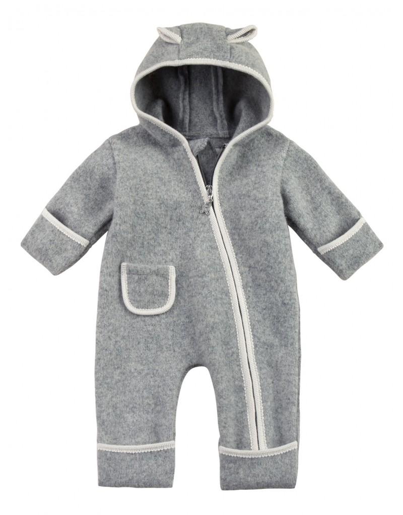 Baby-Overall aus hochwertiger Schurwolle   wasserabweisend   Klappbündchen an Armen und Beinen   diagonaler Reißverschluss und Kapuze   Farbkontrast an den Saumenden   Material: 100% feinste Lambswool, ohne chemische Zusätze