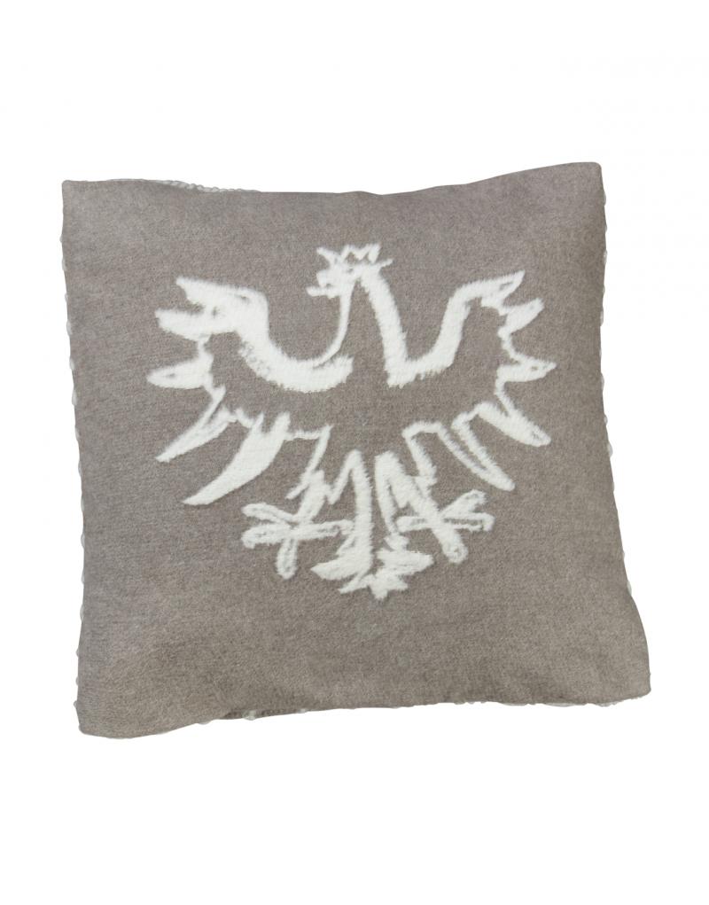 """Das kuschelige Kissen """"Gilfert"""" ist die ideale Ergänzung zur gleichnamigen Flanelldecke, macht sich aber auch als Einzelstück gut. Das elegante Kissen mit großer Adler-Silhouette vorne und eingewebten Zierstich auf der Rückseite wird in Österreich hergestellt. Der Stoff ist aus 85% Recycling-Baumwolle, 8% Viskose, 7% Acryl  gewebt. -Maße: 50 x 50 cm -ideal für Drinnen und Draußen -in Braun/Creme - edle Relief-Optik"""