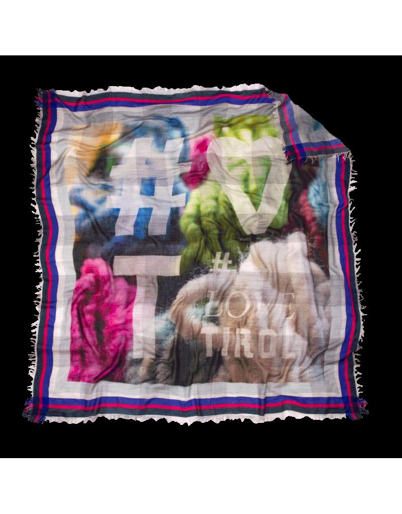 """Das praktische Tuch """"Gina"""" schützt bei Niedrigtemperaturen bestens vor Windböen und kalter Luft. Die softe, winterwarme Qualität kann toll umgewickelt werden und schmiegt sich dem Hals so perfekt an – kuschelig und hautschmeichelnd.    präziser Digitaldruck umrahmt mit Jacquardmuster in Akzentfarbe   gewebt aus besonders zarter Materialkomposition   lässige schnittfransen auf allen 4 Seiten   Größe: 140x140 cm   Material: 95% Baumwolle und 5% Modal"""